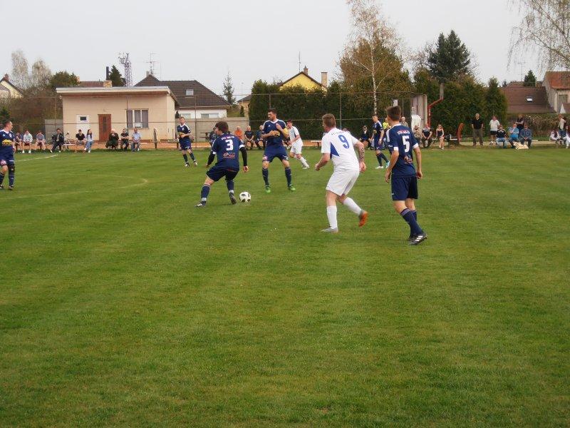 Fotbalisté Nové Vsi se v rámci 17. kola  utkali na domácím trávníku s hráči Vltavanu Loučovice.